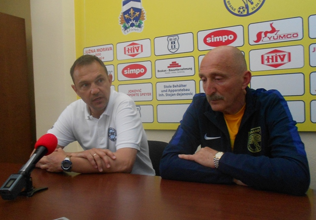Dobra igra, korektna atmosfera: Rogan (levo) i Jovanović (desno) na konferenciji za medije. Foto VranjeNews