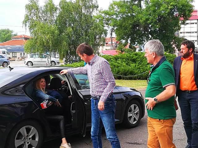 Glišić sa stranačkim kolegama stiže u Jumko. Foto VranjeNews