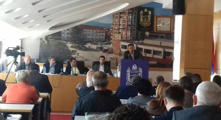 Zafirović sa skupštinskom govornicom. Foto Bujanovačke