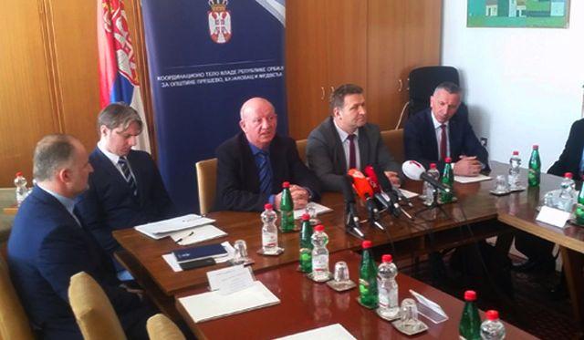 Stanković sa liderima Albanaca sa juga Srbije. Foto VranjeNews
