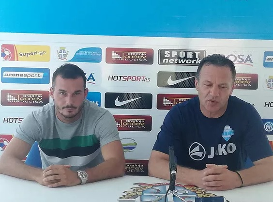 Plejmejker Radnika Siniša Mladenović (levo) sa trenerom Mladenom Dodićem. Foto FK Radnik