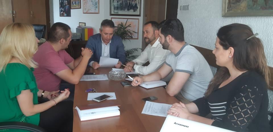 Poslednji dogovori pred premijerni festival. Foto Grad Vranje