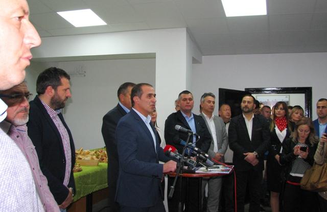 Slaviša Bulatović i najuže stranačko rukovodstvo. Foto VranjeNews