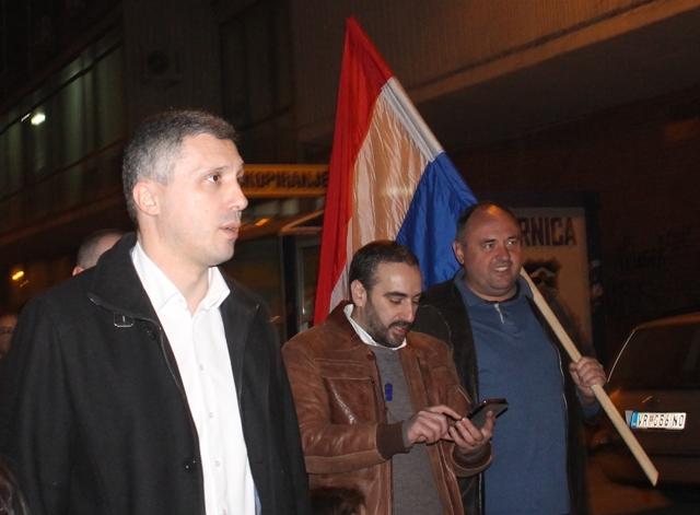 Mihajlović (u sredini) sa Boškom Obradovićem ne jednom od protesta u Vranju. Foto VranjeNews