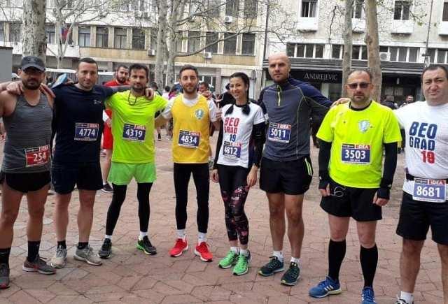 Vranjska ekipa na maratonu u Beogradu. Foto AK Vranjski maratonci
