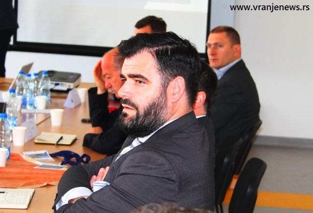 Ragmi Mustafa na okruglom stolu u Bujanovcu. Foto VranjeNews