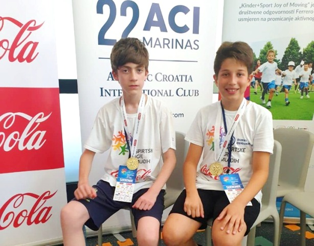 Petar Spasić (levo) trostruki prvak Sportskih igara mladih. Foto privatna arhiva