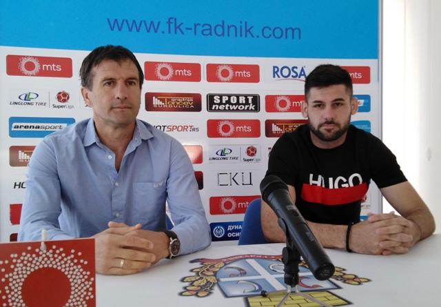 Trener Nenad Vanić (levo) i Milan Makarić na konferenciji za medije. Foto D. Mirčev