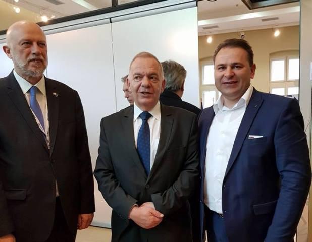 Kostov (desno) sa ambasadorom Bugarske u Srbiji Radkom Vlajkovim i o konzulom Edvinom Sugarevim. Foto Fejsbuk profil Stefana Kostova