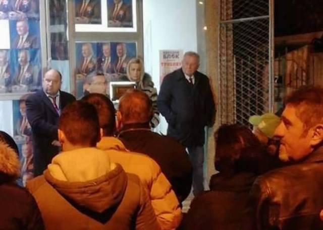 Da li su na istoj talasnoj dužini: Petrušević (levo) sa predsednikom Veljom Ilićem. Foto lična arhiva