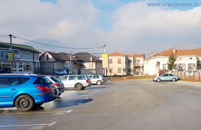Parking u Dunavskoj. Foto Vranje News