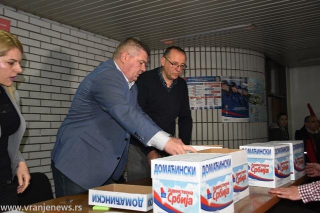 Lider JS Dejan Manić u Gradskoj izbornoj komisiji. Foto Vranje News