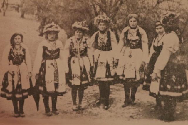 Lazarice iz sela Surlica u pčinjskom kraju. Foto Vranje News (Izvor: