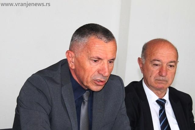 Predvodi listu: Šaip Kamberi (levo) i dosadašnji poslanik PDD-a u skupštini Srbije Skender Destani. Foto Vranje News