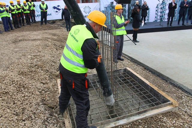 Detalj sa polaganja kamena temeljca za izgradnju prve zgrade za pripadnike snaga bezbednosti u Vranju. Foto Vranje News