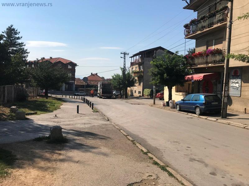 Na ovoj lokaciji u ponedeljak ujutro začepljena fekalna kanalizacija. Foto Vranje News