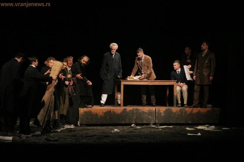 Detalj iz predstave Travnička hronika sa prošlogodišnjih Borinih pozorišnih dana. Foto Vranje News
