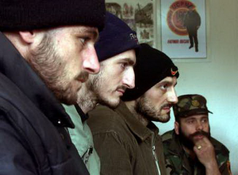 Petrovići u zatvoru u selu Breznica. Foto printscreen Youtube