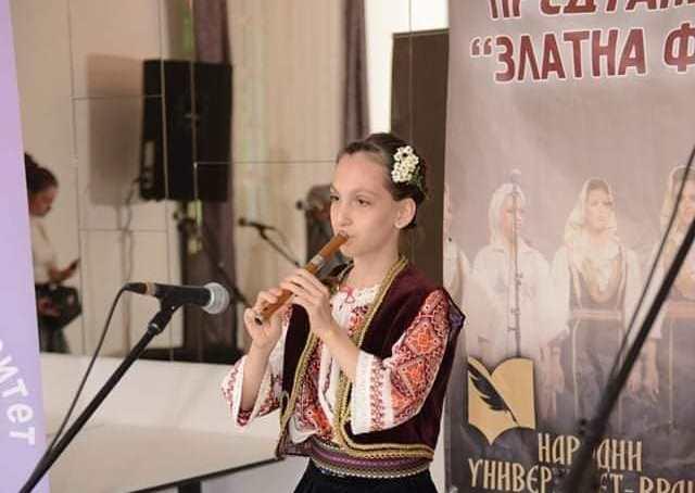 Anika Nikić iz Niša prva u kategoriji mladih do dvanaest godina. Foto NU