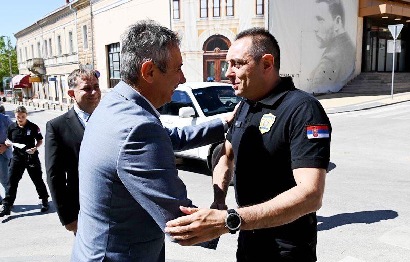 Vulin po dolasku u Vranje u subotu. Foto MUP