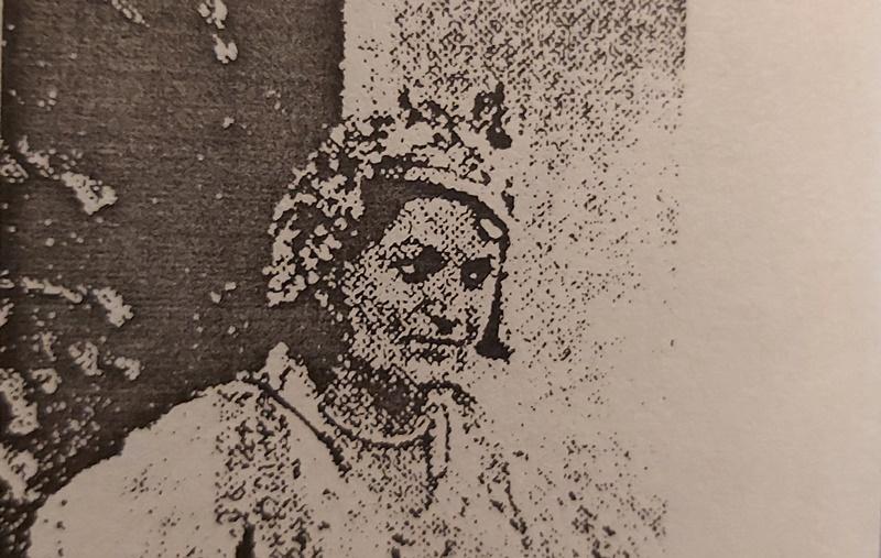 Deformisana ženska kapa posle oslobođenja Vranja. Foto printscreen fotografije iz članka