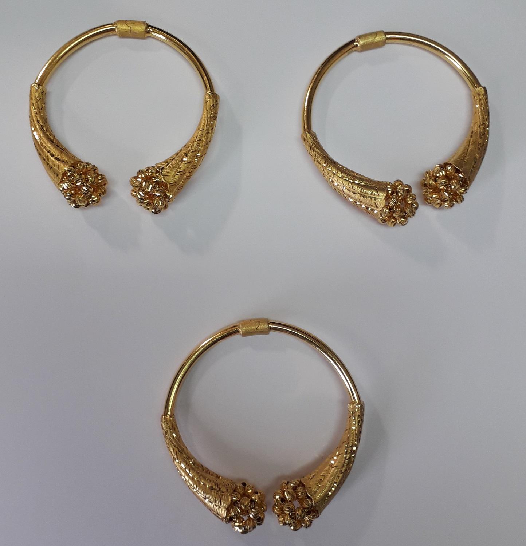 Deo neprijavljenog nakita zaplenjenog na prelazu Preševo. Foto UC