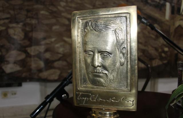 Ovo priznanje uključuje i bareljef sa likom Borisava Stankovića, rad vajara Stanimira Pavlovića. Foto VranjeNews