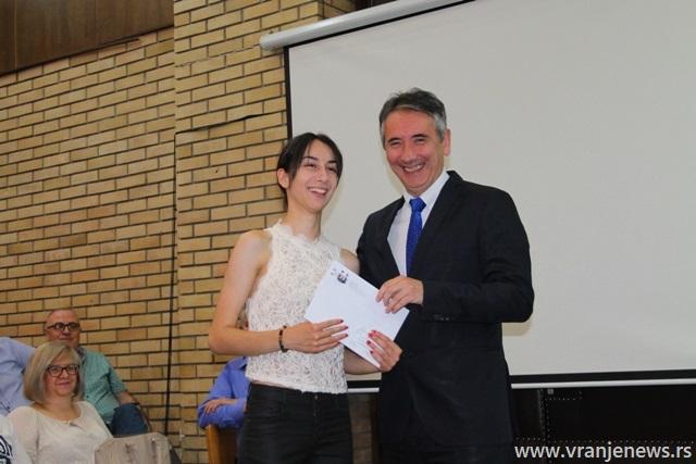 Jefimija Najdić, đak generacije Gimnazije Bora Stanković. Foto VranjeNews