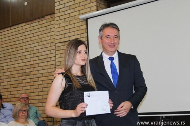 Jovana Ljubić, đak generacije Poljoprivredno-veterinarske škole. Foto VranjeNews