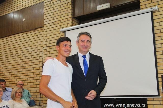 Petar Ajredinović, đak generacije ŠOSO Vule Antić. Foto VranjeNews