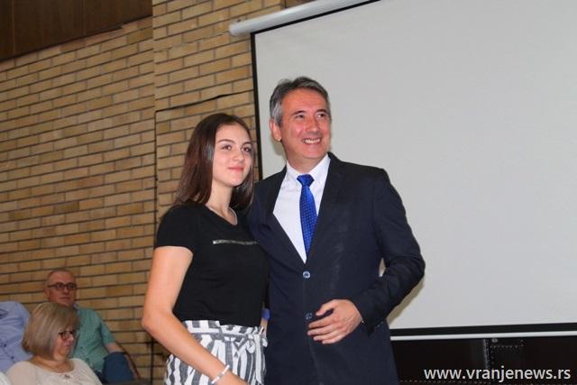 Teodora Đorđević, đak generacije OŠ Radoje Domanović. Foto VranjeNews