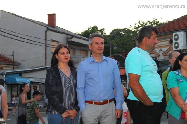 Koncertu Izvora prisustvovao je gradonačelnik Vranja Slobodan Milenković sa suprugom. Foto VranjeNews