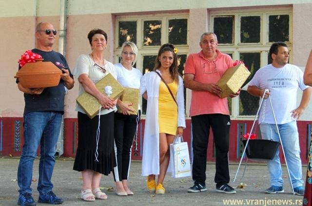 Svi pobednici. Foto VranjeNews