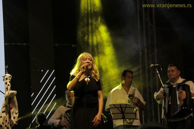 Nastupi Gordane Lazarević (na slici) i Merime Njegomir (dolazak odložen iz privatnih razloga) organizovani preko iste agencije. Foto VranjeNews