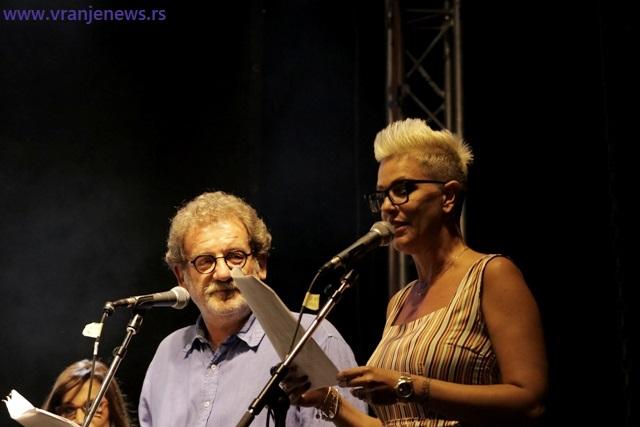 Vodilo se računa i o tome da voditeljski par bude na nivou: Tijana Dapčević i Boda Ninković. Foto VranjeNews