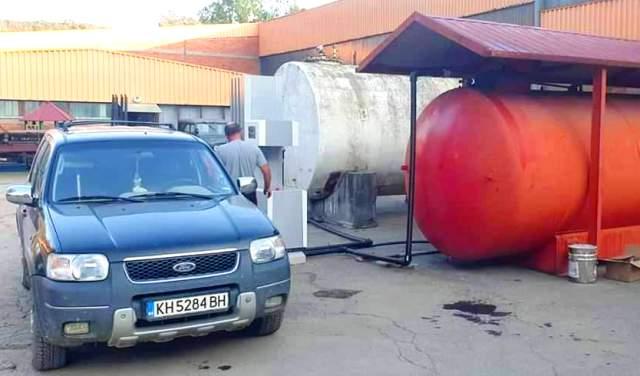 Ovako se trenutno toči gorivo u Bosilegradu. Foto I.M.