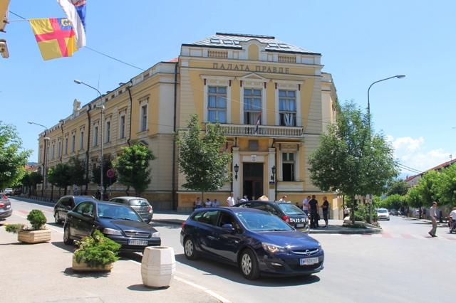 Osnovni sud u Vranju je u prvobitnom postupku nepravnosnažno osudio lekare na po tri godine efektivne zatvorske kazne i pet godina zabrane lekarskim pozivom, ali je ta presuda na višoj instanci ukunuta. Foto VranjeNews