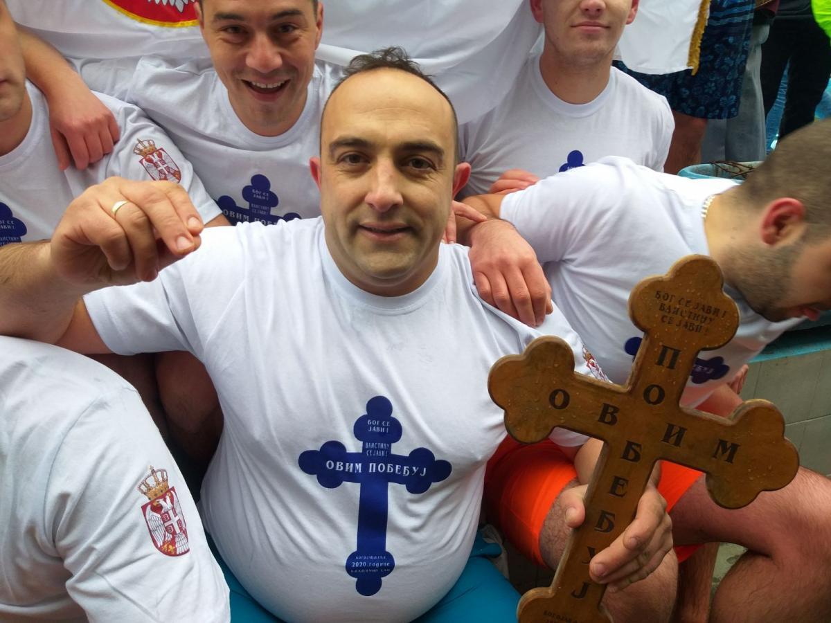 Do krsta je prvi doplivao Vladica Savić. Foto lična arhiva