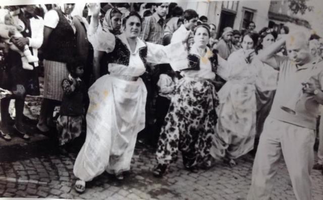 Bakija Bakić svira na jednoj romskoj svadbi u Vranju. Foto porodična arhiva Durčeta Jašarevića