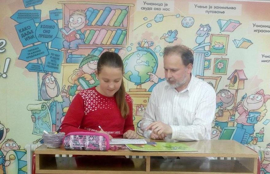 Sofija Tasić sa svojim učiteljem Miomirom Dejanovićem. Foto lična arhiva
