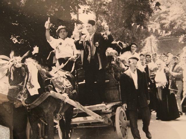 Stana Avramović Karaminga (skroz desno) na jednoj vranjskoj svadbi. Foto Vranje News