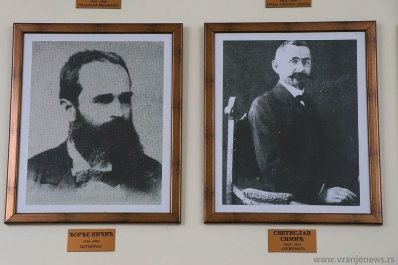 Đorđu Ničiću (levo) bilo je dosuđeno da prvi otvori školu koja će decenijama voditi upornu borbu protiv zaostalosti. Foto Vranje News