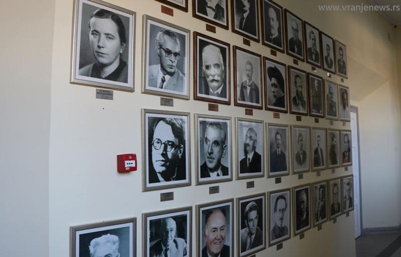 Neki od prvih profesora vranjske gimnazije. Foto Vranje News