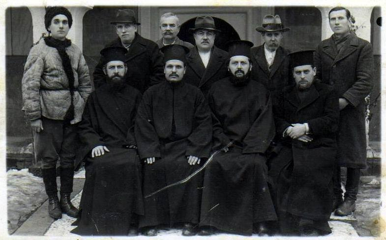 Vlajinaca je vazda bilo u crkvenim poslovima. Foto Staro Vranje: Stojan Vlajinac, rođeni brat Milanov i praunuk Janjin, drugi zdesna u gornjem redu (lična arhiva Srđana Stankovića)