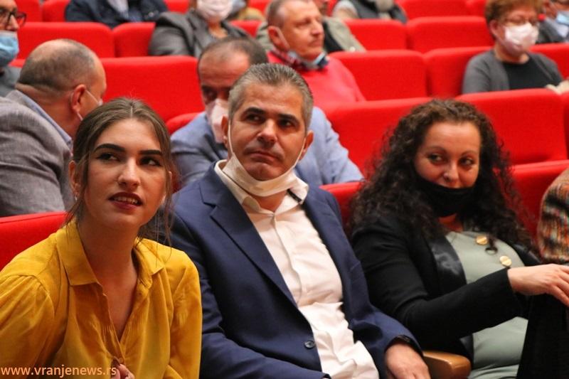 Aritonovićevi potomci na promociji: sin Dušan sa porodicom. Foto Vranje News