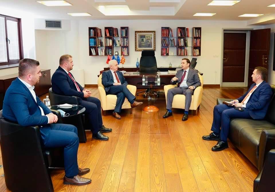 Sastanak sa makedonskim ministrom odbrane. Foto Fejsbuk profil Sćiprima Muslijua