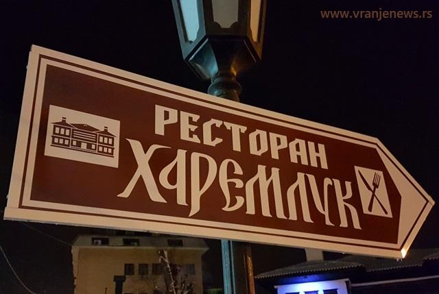 U Haremluku je do prošle godine bio restoran (u pozadini se vidi zgrada Selamluka u kojoj je smešten Narodni muzej). Foto Vranje News