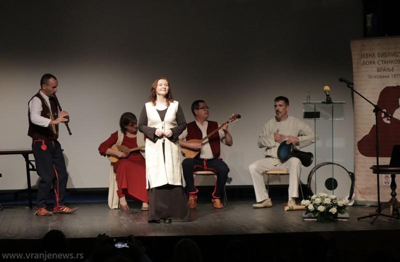 Upijanje muzičke tradicije Sirinićke župe, Šar planine, Kosovskog Pomoravlja i bogate i raznolike vranjske muzike: grupa Izvor iz Vranja. Foto Vranje News