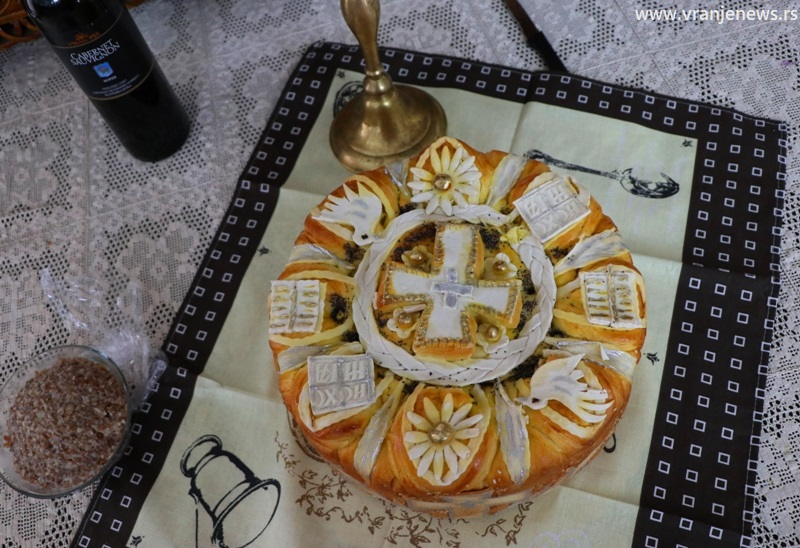 Stranački slavski kolač za ovu godinu. Foto Vranje News