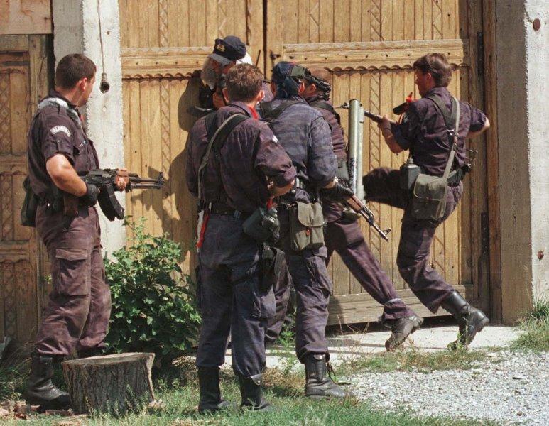 Jedinice srpske policije u jednoj od akcija. Foto privatna arhiva